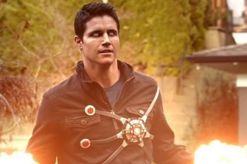 Robbie Amell, un tweet anticipa il suo ritorno in The Flash